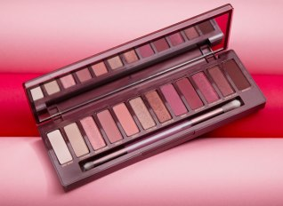Urban-Decay-Naked-Cherry-Eyeshadow-Palette-Open