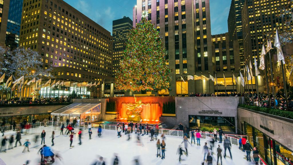usa--new-york--new-york-city--manhattan--lower-plaza-of-rockefeller-center-with-ice-skating-rink-and-christmas-tree-726796907-595c2d533df78c4eb6138acd
